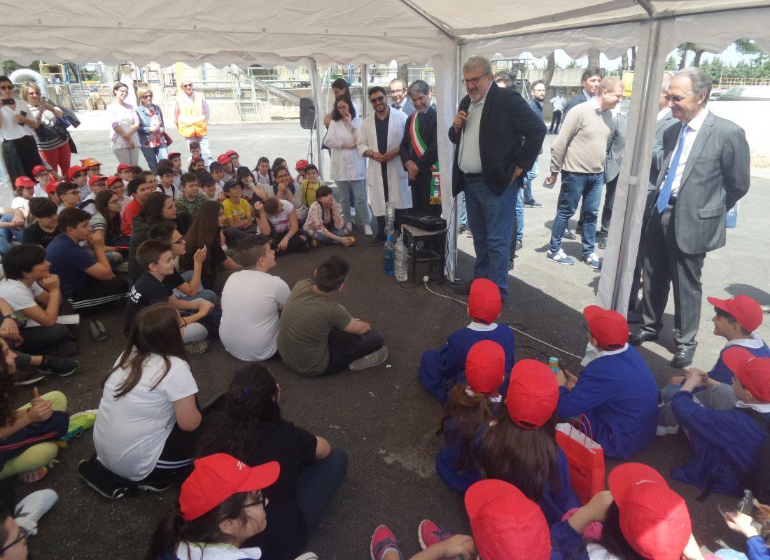Scolaresca in visita all'impianto di Ruvo di Puglia (2)